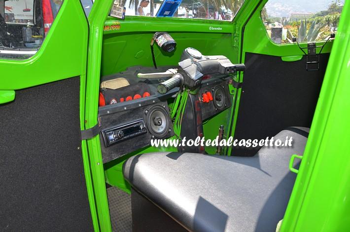 Tuning Ape Car Sedile E Cruscotto Con Autoradio E Casse