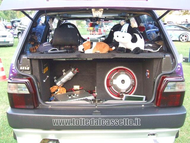Tuning Bagagliaio Di Fiat Uno Con Diffusori Acustici 03